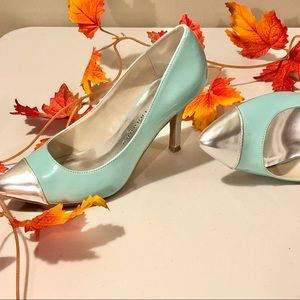 2/$20 // CHINESE LAUNDRY Robin Egg Blue Pumps